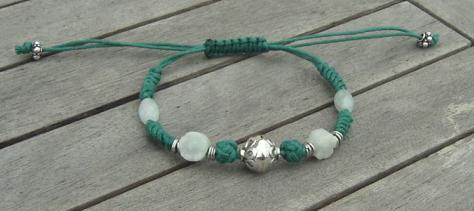 Fermer un bracelet en ruban