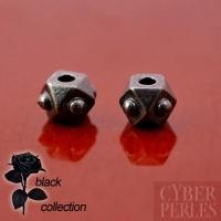 Perle cube facetté rivets - métal noir