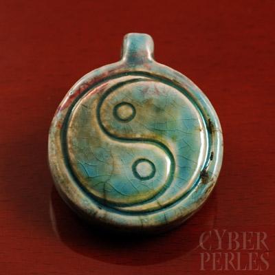 Pendentif en ceramique style raku - yin yang