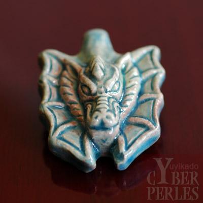 Pendentif en ceramique style raku - dragon