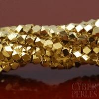 Petites perles facettées en laiton doré