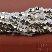 Petites perles facettées en laiton argenté